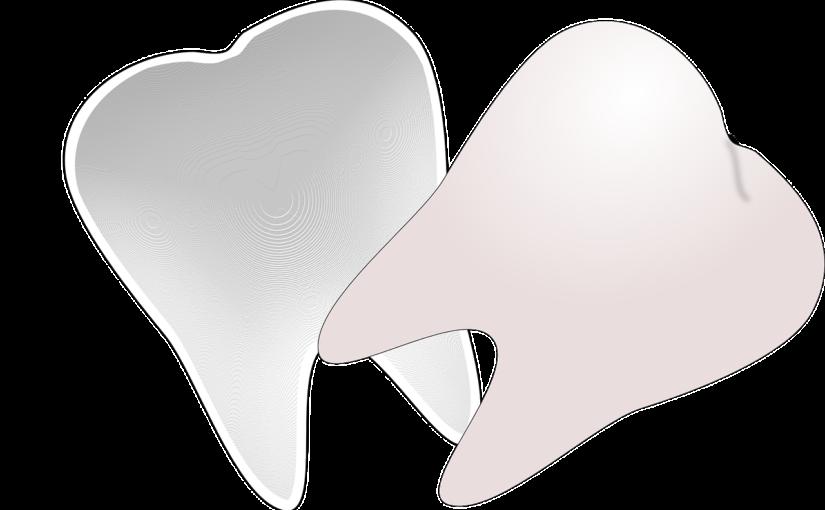 Ładne urodziwe zęby także powalający prześliczny uśmiech to powód do płenego uśmiechu.